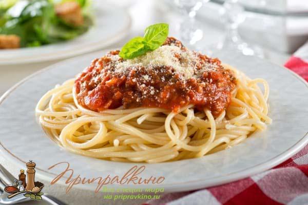Острый томатный соус для макарон с беконом
