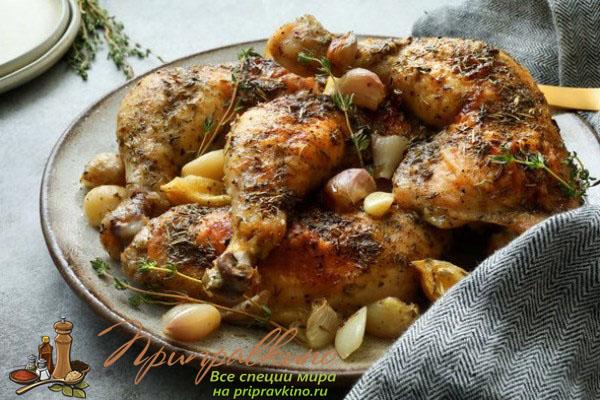 Курица, приготовленная с прованскими травами, чесноком и лимоном